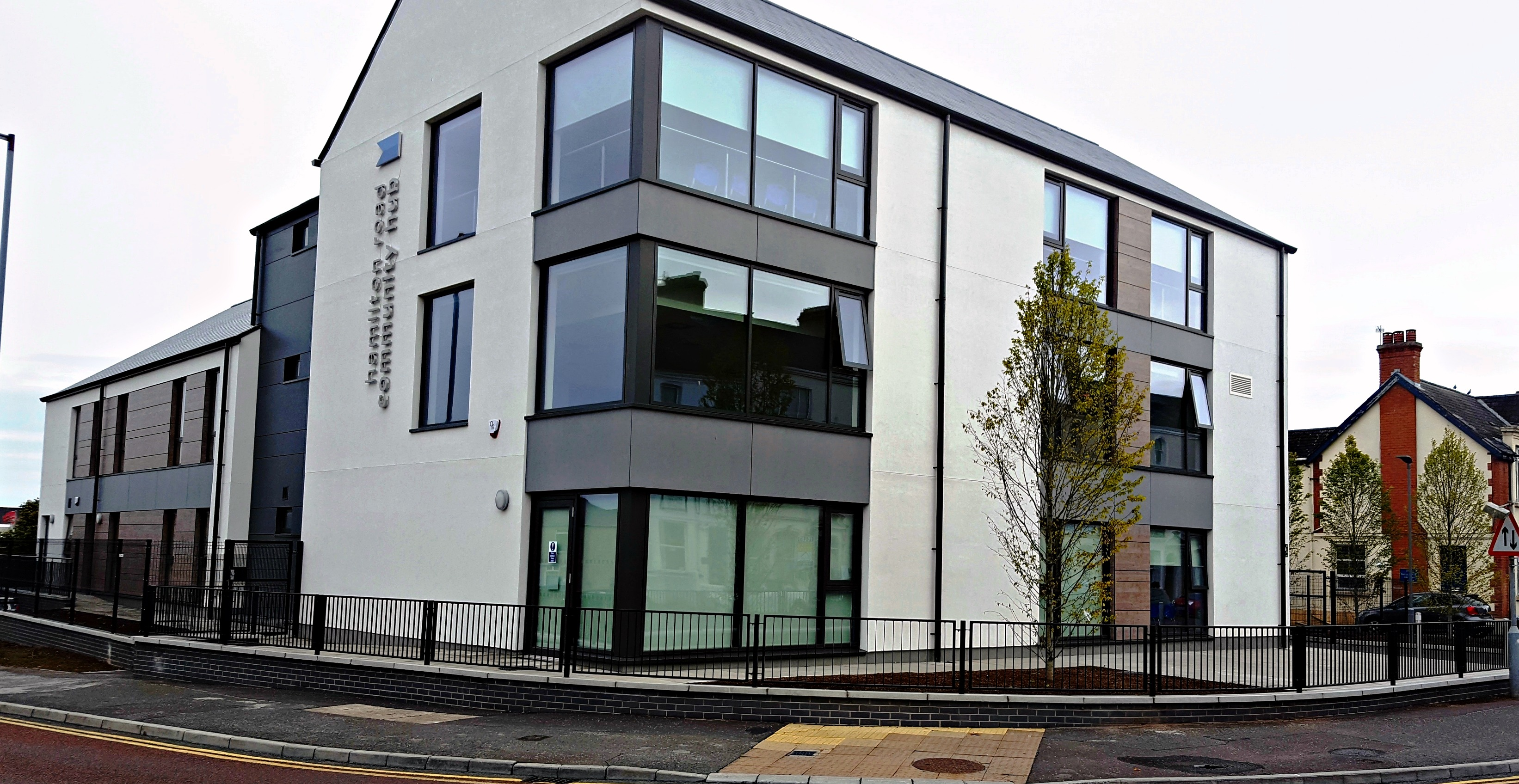 Aluminium curtain wall systems metal technology - Community Hub Bangor Hamilton Rd 2